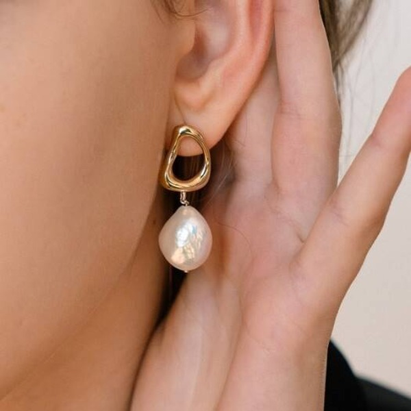 자체브랜드#[MANI E PIEDI] Leaf DNA Drop Pearl Gene Earring_MX9XX1050